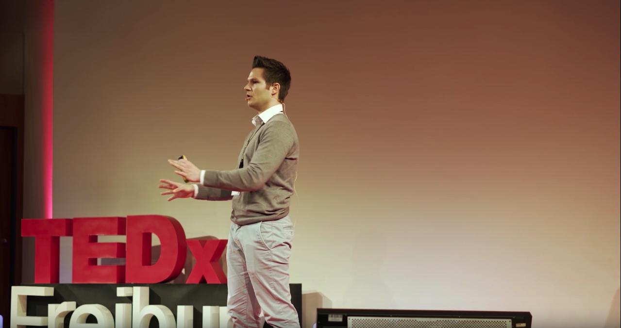5-TedxTalk Sebi Gestikuliert