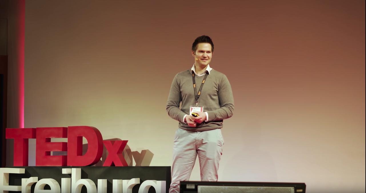 7TedxTalk Sebi Lächelt